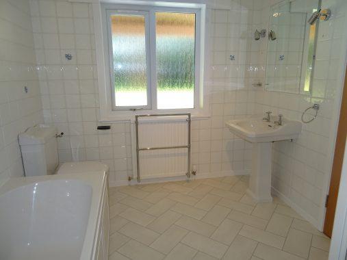 Hillcourt, Hydro Avenue, Bathroom 2b