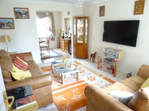 14 MAINS DRIVE – LIVING ROOM 5